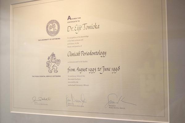 スウェーデン イエデボリ大学大学院卒業の歯周病、インプラント専門医